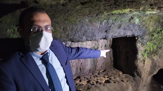 Tarsus'ta sular çekildi, mezarlar ortaya çıktı