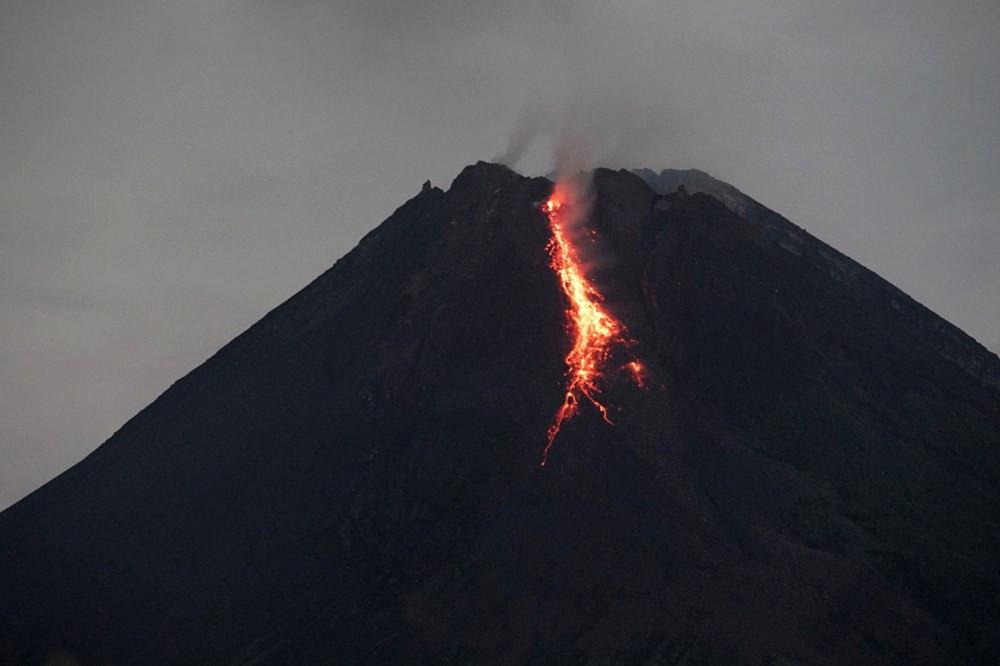 Endonezya'da Merapi Yanardağı son 6 saatte 36 kez lav püskürttü - Resim: 1