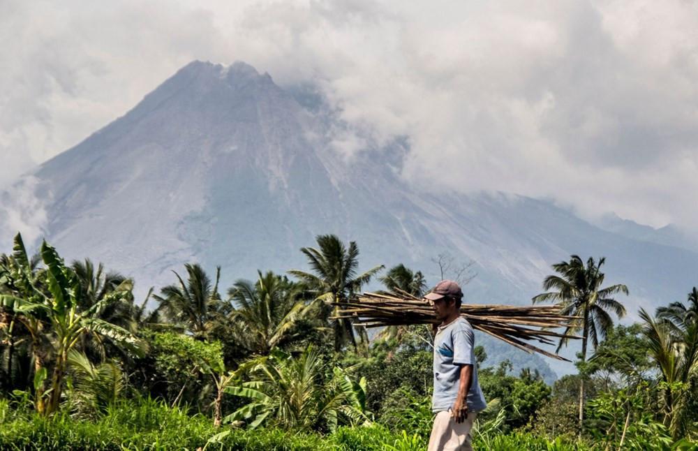 Endonezya'da Merapi Yanardağı son 6 saatte 36 kez lav püskürttü - Resim: 4
