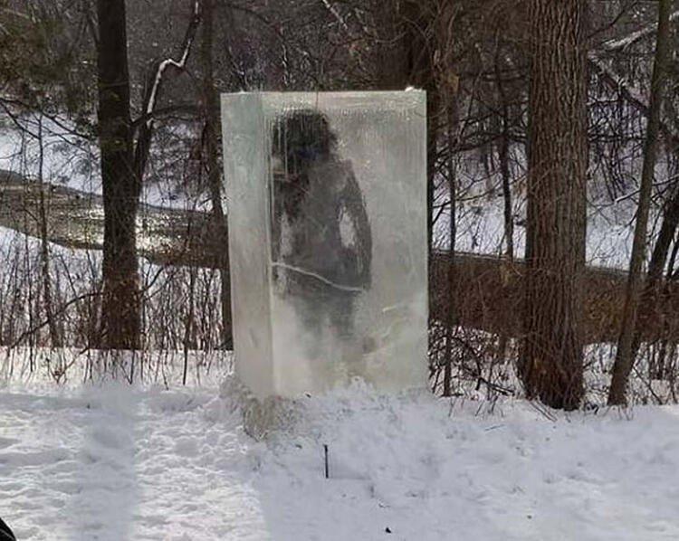 Parkta donmuş halde bulundu! Görenler fotoğraf için sıraya girdi