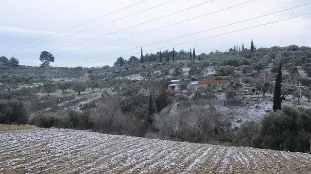 Aydın Kuşadası'na yıllar sonra kar yağdı