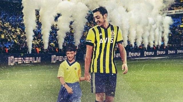 Mesut Özil'den Fenerbahçe formalı paylaşım