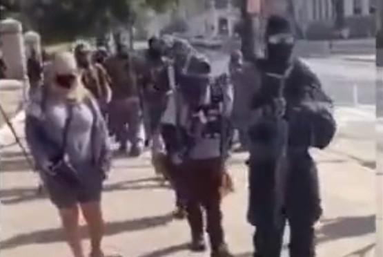 Trump destekçileri silahlandı
