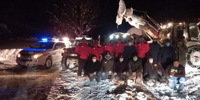 Karda mahsur kalan 16 kişi böyle kurtarıldı