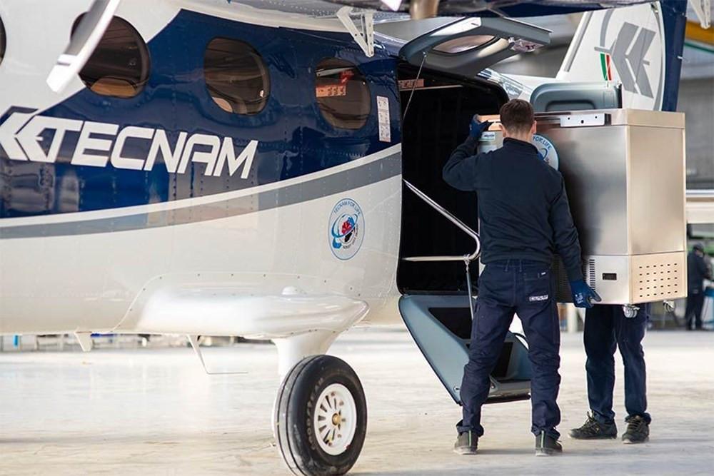 Pfizer/BioNTech aşısını taşıyacak olan uçak devasa bir buzdolabına dönüştü - Resim: 2
