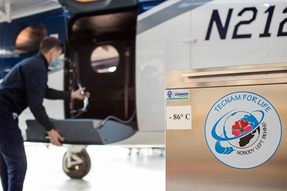 Pfizer/BioNTech aşısını taşıyacak olan uçak devasa bir buzdolabına dönüştü - Resim: 4