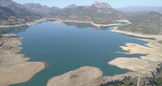 Kozan Barajı'nda ürküten manzara