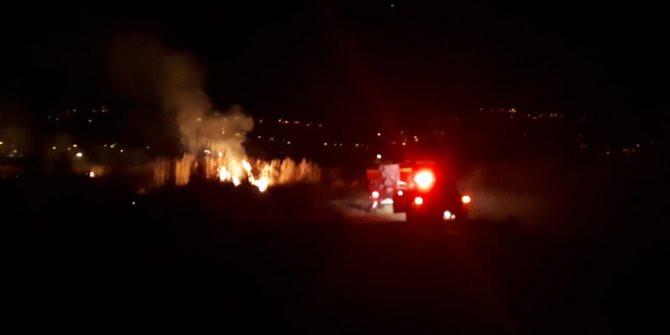 Muğla'da korkutan yangın! Alevler geceyi aydınlattı