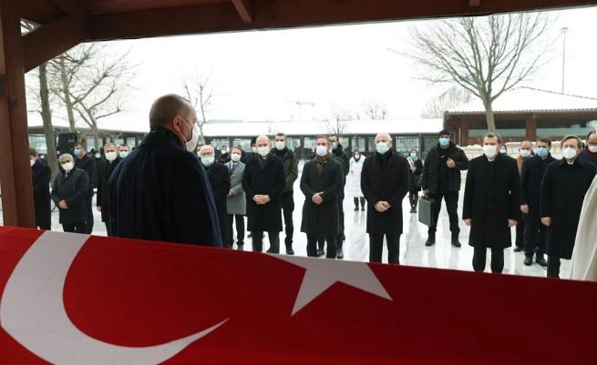 Nur Vergin'in cenazesi ortada kalmış