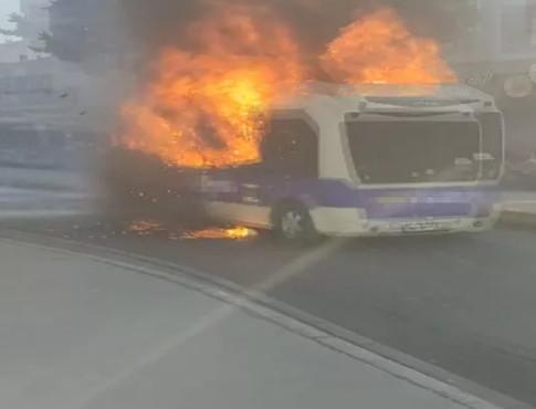 İstanbul'da yolcu minibüsü alev alev yandı