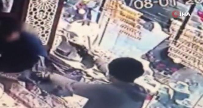 İstanbul'da kuyumcuda silahlı gasp kamerada