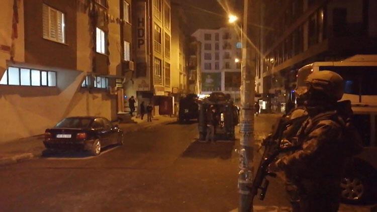 İstanbul'da HDP binasına operasyon! Skandal görüntüler