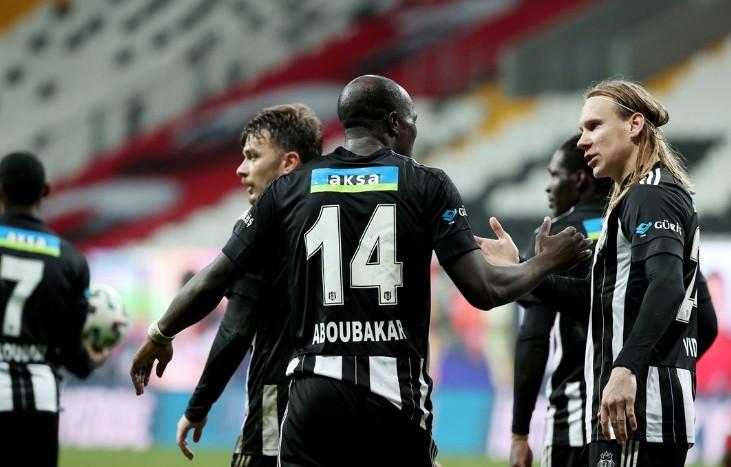 Beşiktaş kendi evinde Göztepe'yi yenip, liderliğini perçinledi!