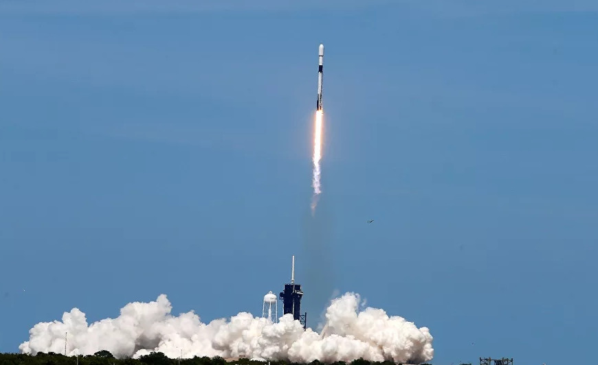SpaceX imkansızı başardı! 143 uydu birden...