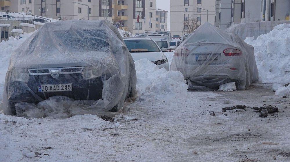 Kent buz kesti! Araçları naylon ve battaniyeyle kapattılar - Resim: 2