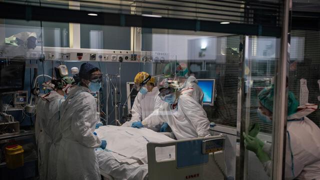 İspanya'da korona kabusu sürüyor! Hastaneler tıklım tıklım