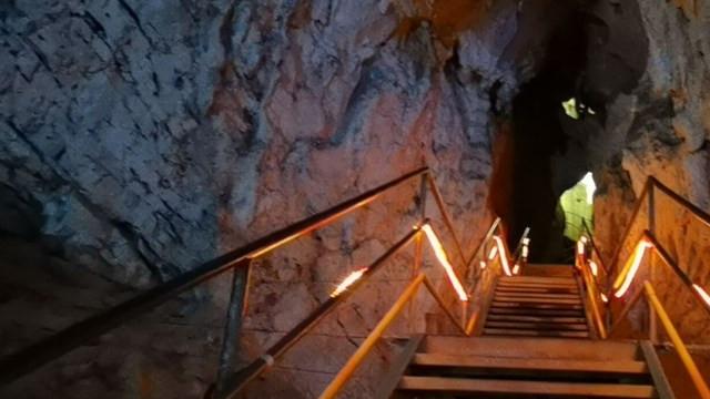 Türkiye'nin en büyük 2. mağarası Oylat'ta kış ayında sıcaklık 18 derece