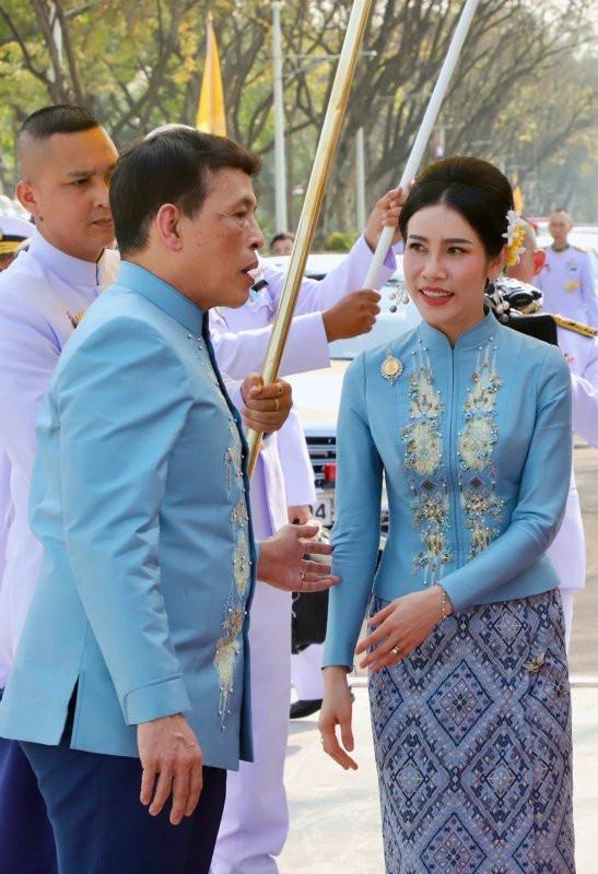 Tayland kralından bomba karar! Metresini kraliçe yaptı - Resim: 2