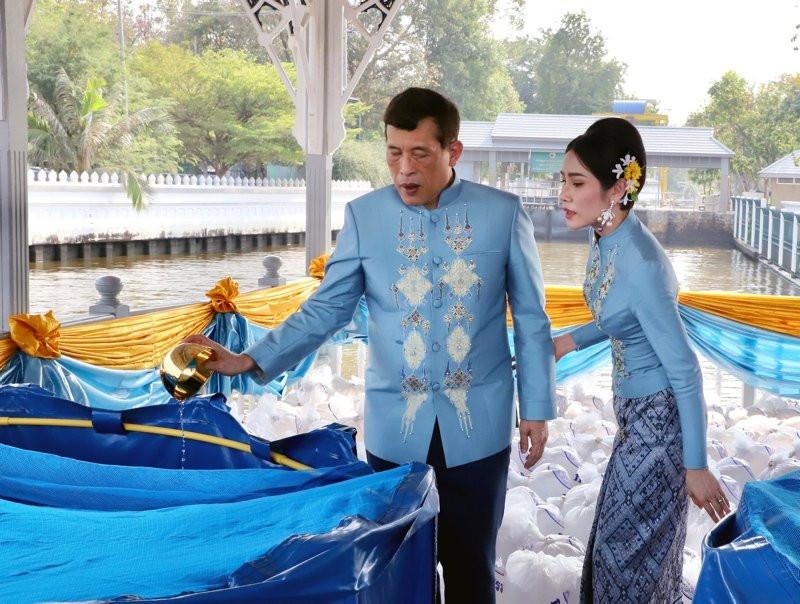 Tayland kralından bomba karar! Metresini kraliçe yaptı - Resim: 3