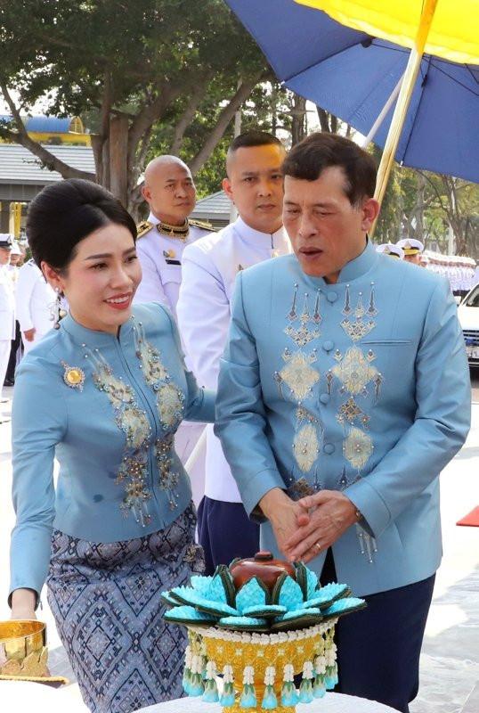 Tayland kralından bomba karar! Metresini kraliçe yaptı - Resim: 4