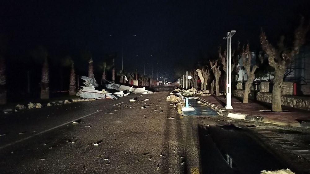 Manisa'da fırtına: Çatılar uçtu, ağaçlar ve direkler devrildi - Resim: 4