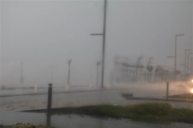 Antalya'da inanılmaz olay! Fırtına balığı balkona uçurdu - Resim: 2