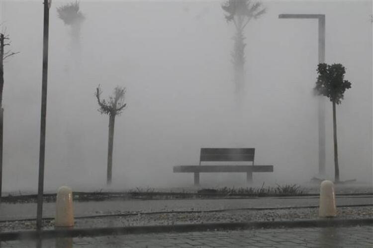 Antalya'da inanılmaz olay! Fırtına balığı balkona uçurdu - Resim: 3
