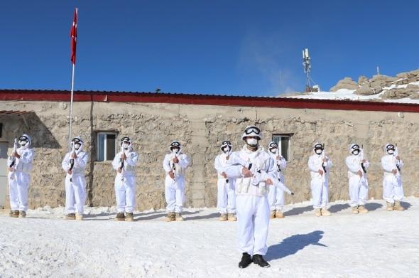 Karlı dağları yuva yapan hudut kahramanları görev başında - Resim: 2