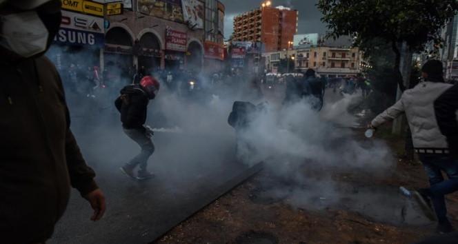 Sokağa çıkma yasağı protestolarında kan aktı: 102 yaralı var!