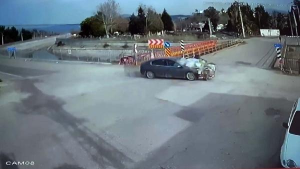 Korkunç kaza kamerada! Motosiklet metrelerce havaya uçtu!