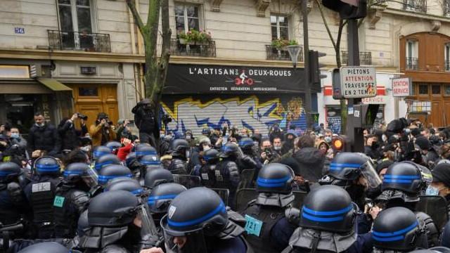 Fransa'da güvenlik yasa tasarısı karşıtı protestolar devam ediyor