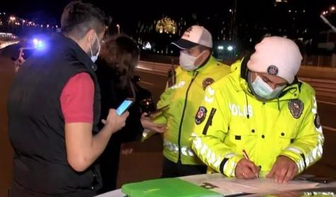 Kimlik soran polise bakın ne gösterdi