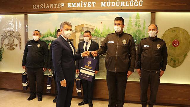 Gaziantep'te EYP ele geçiren polis ve bekçilere ödül verildi