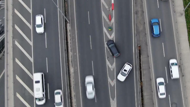 Biri bu uyanıkları durdursun! İstanbul trafiğinde akılalmaz görüntü