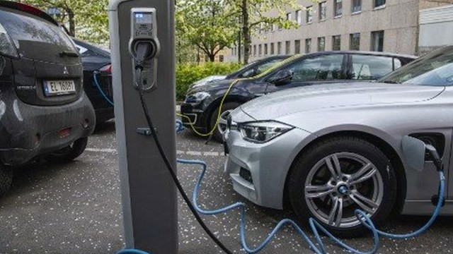 Norveç'te 2020'de sarılan araçların yarısı elektrikli