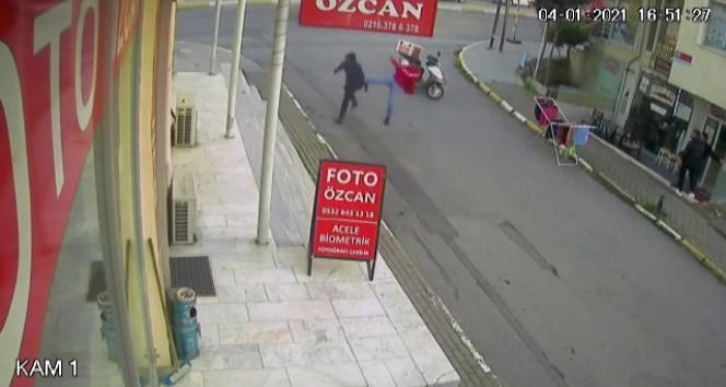 İstanbul'da kahraman kuryenin uçan tekmesi kamerada