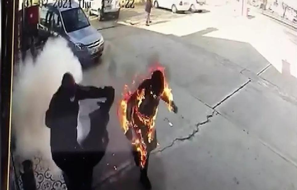 Benzin istasyonunda korku dolu anlar: Alevler içinde kaldı