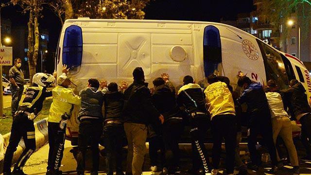 Taksi ile ambulans çarpıştı: 5 yaralı