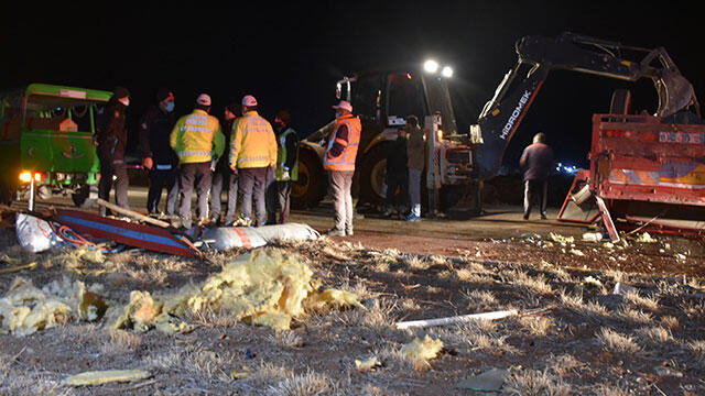 Sivas'ta korkunç kaza: 1 ölü, 1 yaralı