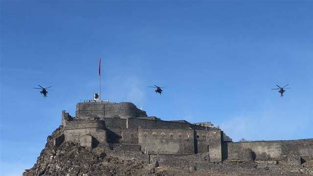 Atak helikopterleri ile Kars Kalesi'nde muhteşem gösteri