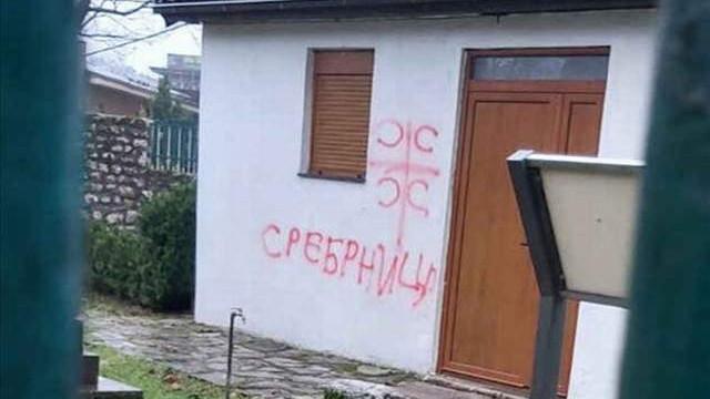 Karadağ'daki iki camiye ırkçı saldırı