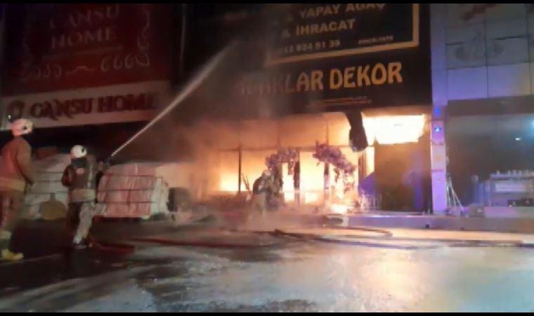 İstanbul İstoç Ticaret Merkezi'nde yangın