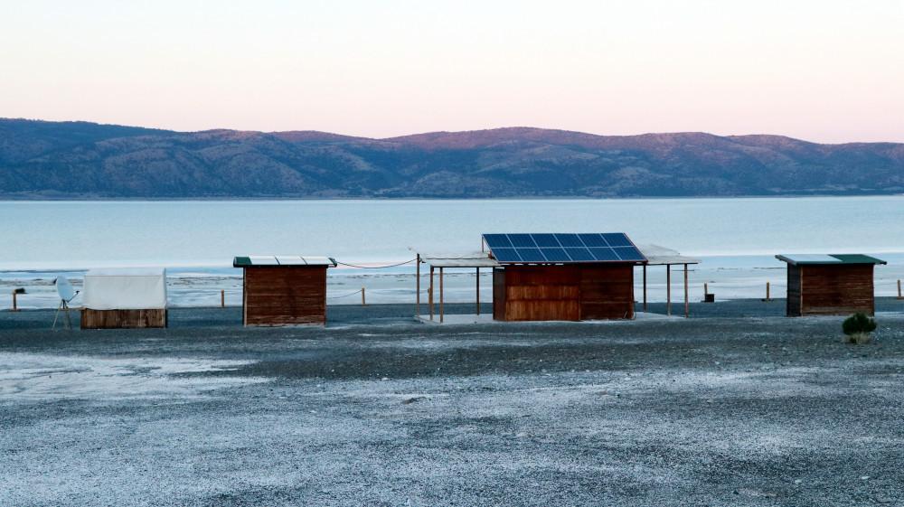 Salda Gölü'ne konteynerler konuldu, cankurtaran kulesi yerleştirildi - Resim: 1
