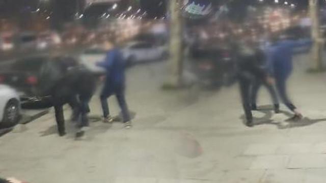 Fuhuş iddiası ortalığı karıştırdı! Sokakta tekme tokat kavga