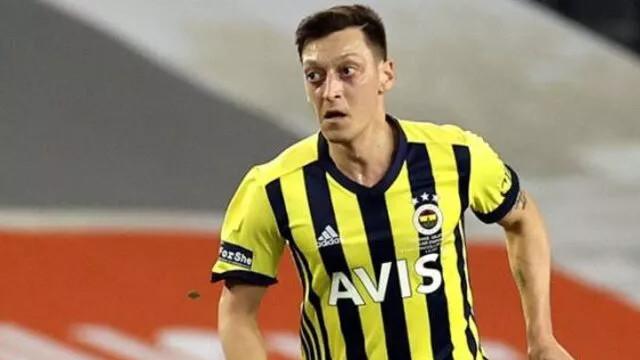 Mesut Özil bir ilke imza attı!