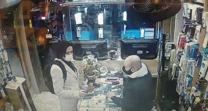 İstanbul'da ''peruklu hırsız'' kamerada