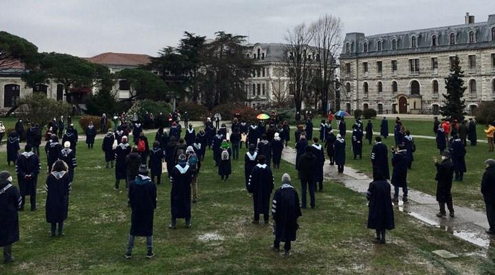 Soğuk da durduramadı! Boğaziçili akademisyenler yine protesto etti!