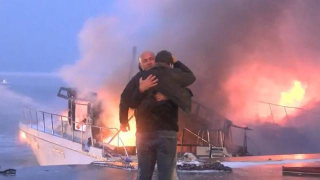 Bebek Sahili'nde 2 tekne alev alev yandı
