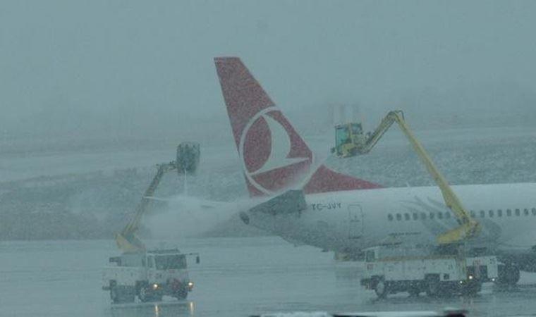 Uçağı olanlar dikkat! Kar yağışı seferleri değiştirdi