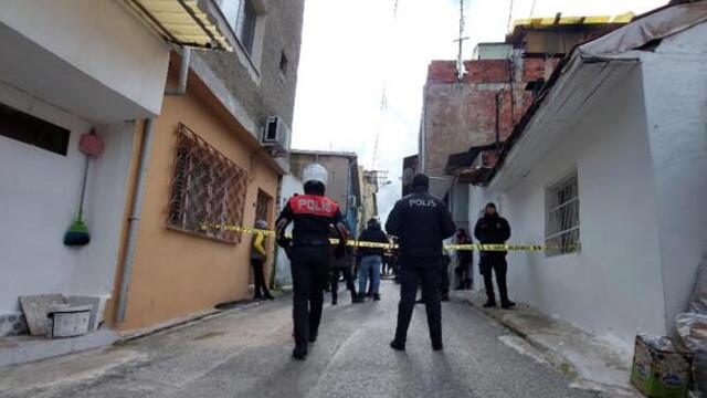 Evinde boğazı kesik halde bulundu, 22 yaşındaki oğlu gözaltına alındı